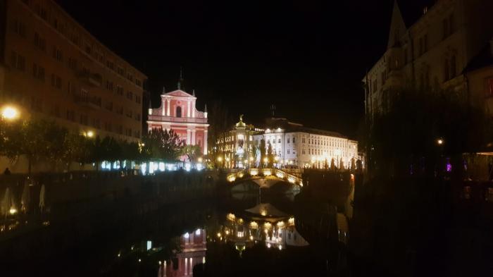 piazza presernev vista di sera