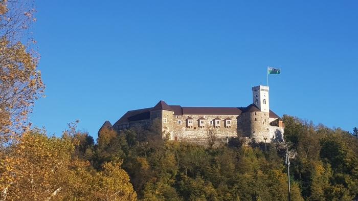 il castello di grad visto dalla città bassa