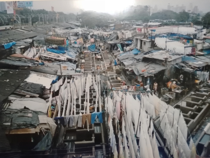 uno dei tanti slum di bombay
