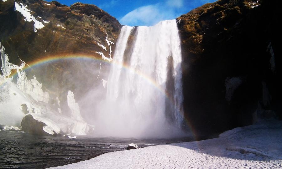 la cascata di skogafoss con l'arcobaleno