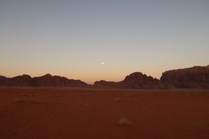 alba deserto wadi rum giordania campo beduini notte pernottamento
