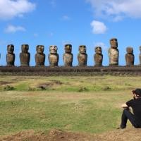 ISOLA DI PASQUA: una canzone dalla fine del mondo, guardando l'infinito alle spalle dei moai